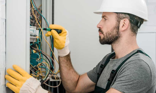 Difference Between an Electrician and an Electrical Contractor