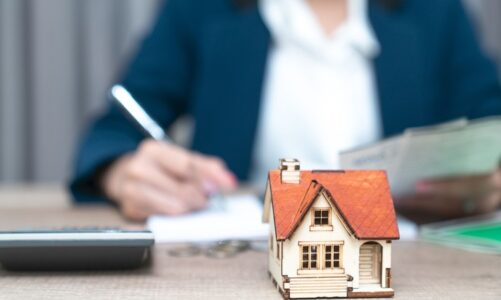 How to manage money for your real estate business